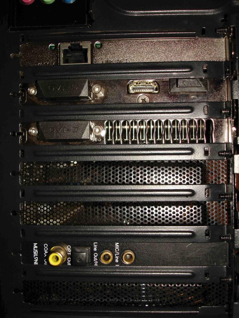 Заглушки с перфорацией для прямоугольных щелей компьютерного корпуса.