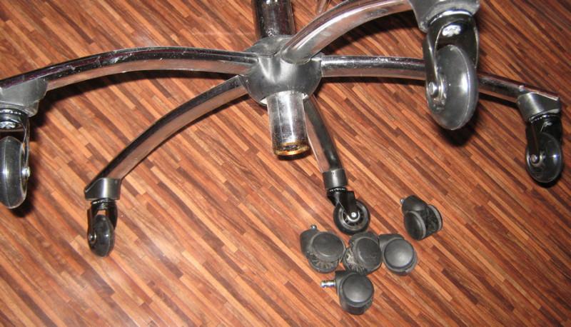 Обуваем кресло в шины, повышаем комфорт и сохраняем ламинат и линолеум.
