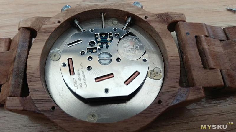 Деревянные часы с хронографом