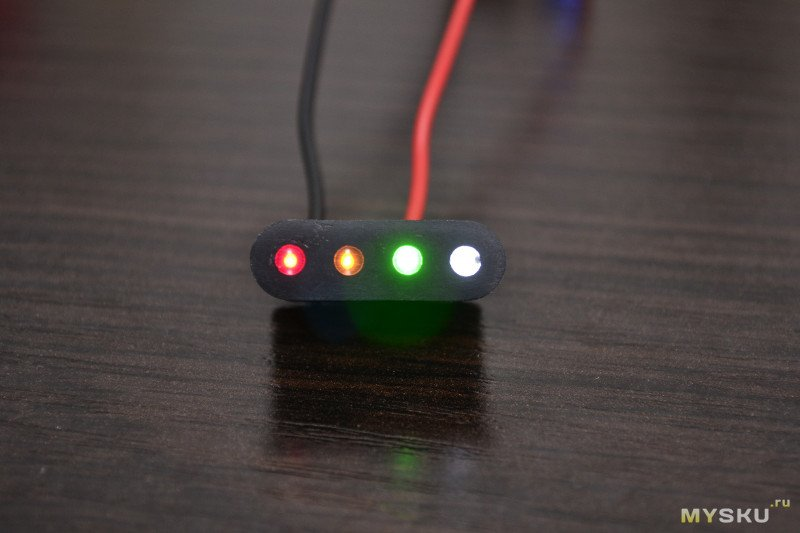 Простой самодельный индикатор уровня заряда аккумулятора