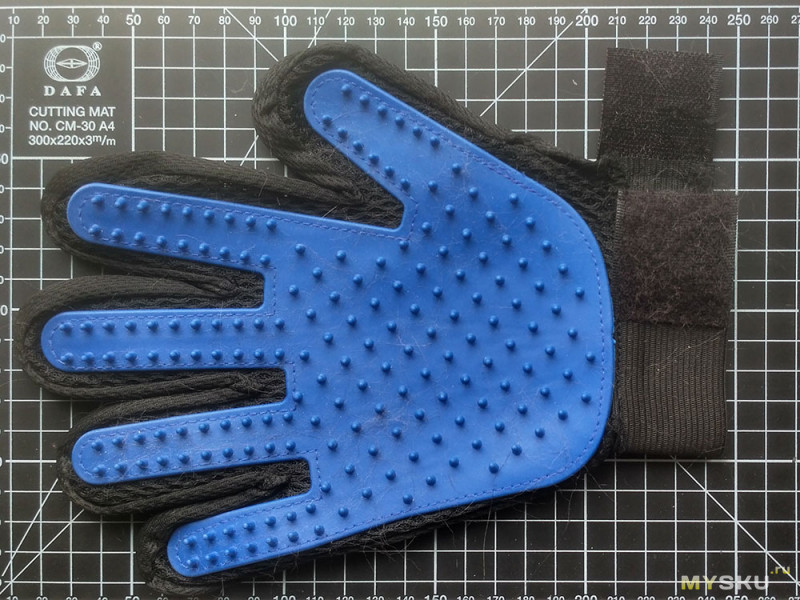 Перчатка для кота