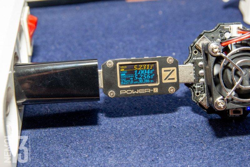 Зарядное устройство Baseus TC-012 10.5W. Что можно обнаружить внутри зарядки, когда там что-то болтается?