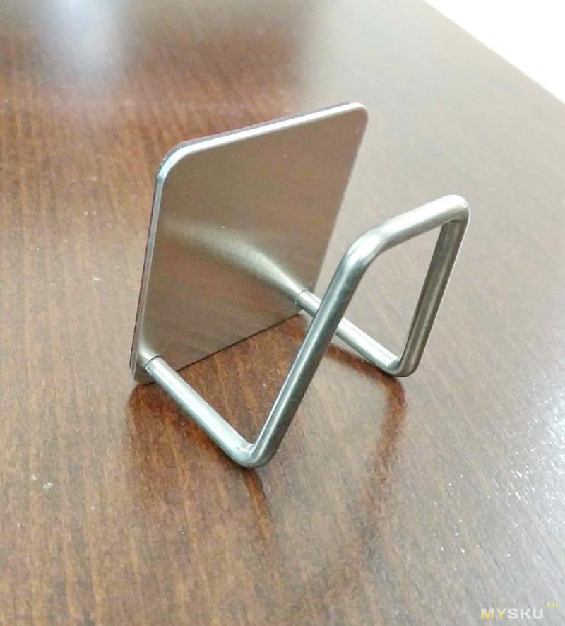 Качественный держатель губок, сделанный из нержавейки.