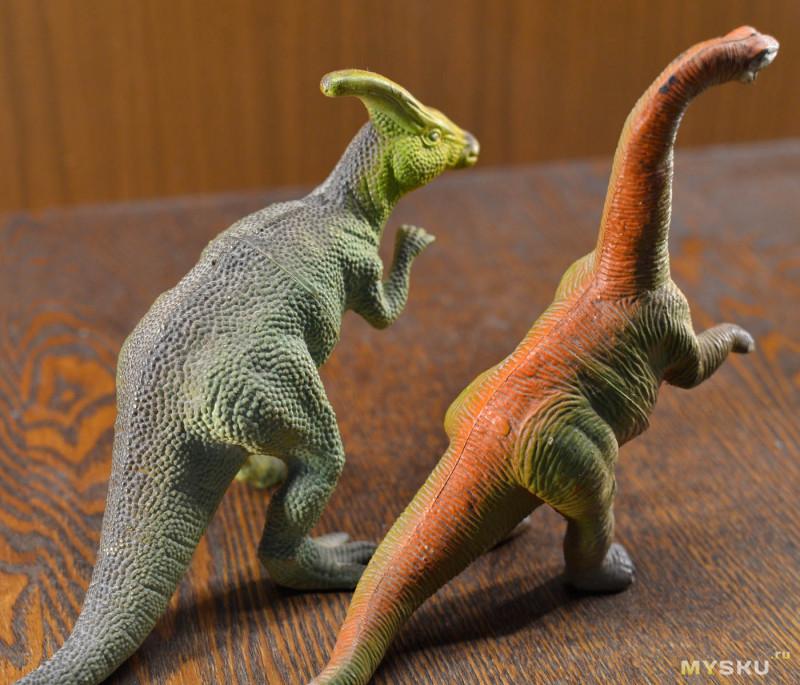 Реалистичная фигурка динозавра Трицератопса