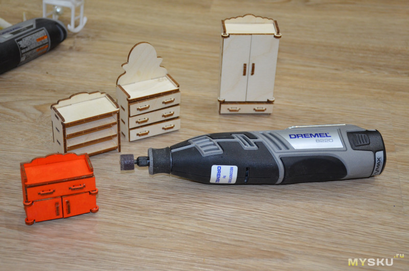 Как заполучить хороший комплект инструмента недорого: аккумуляторный гравер Dremel 8220 и неоригинальное сзу
