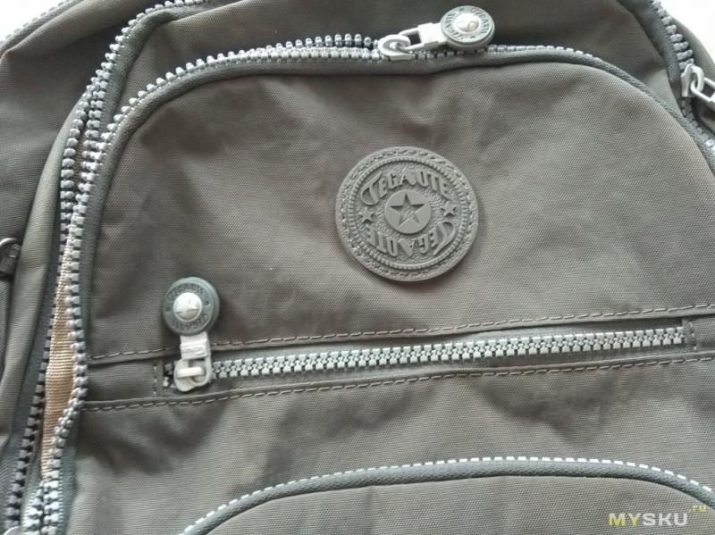 Рюкзак со множеством карманов