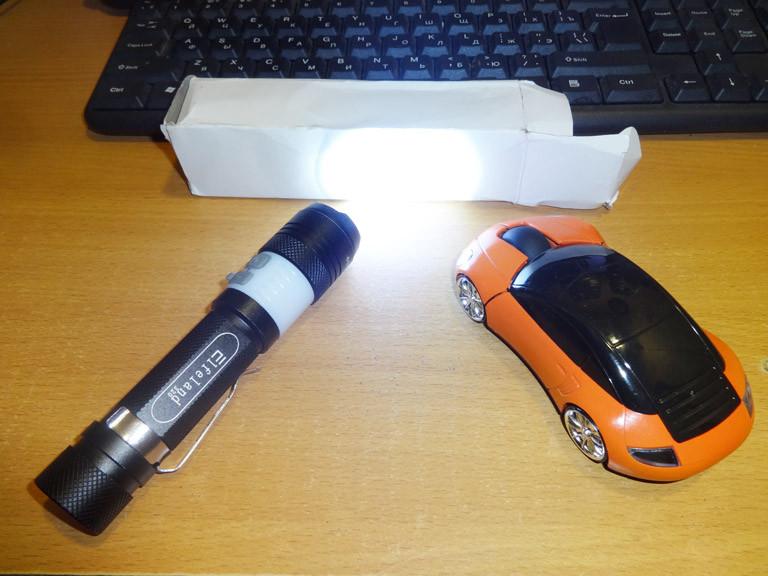 Фонарик Elfeland 320 T6 2000lm с Micro-USB гнездом и аккумулятором 18650 в комплекте.