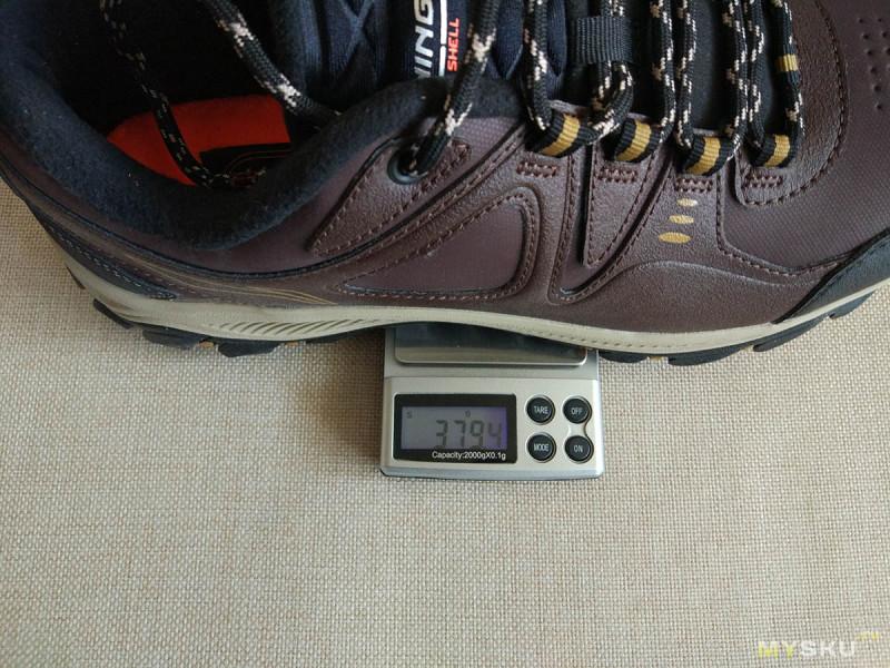 c01ea67dd Брату кроссовки немного великоваты в длину (примерно на 5 мм), но он  говорит, что с толстыми зимними носками будет нормально.