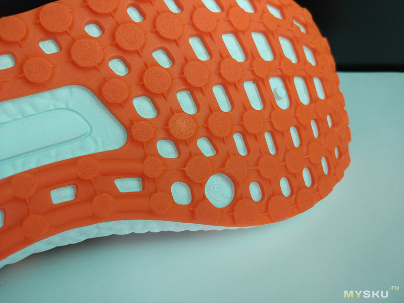 Разноцветные вязаные кроссовки