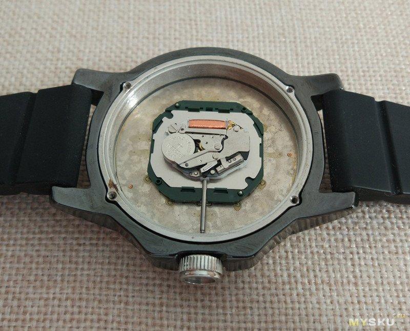 Наручные часы Fossil CE5004. Псевдодайверы с керамическим корпусом