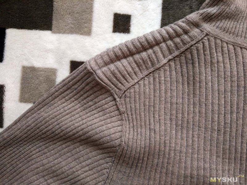 Свитер-водолазка UNIQLO RIBBED TURTLENECK LONG-SLEEVE SWEATER