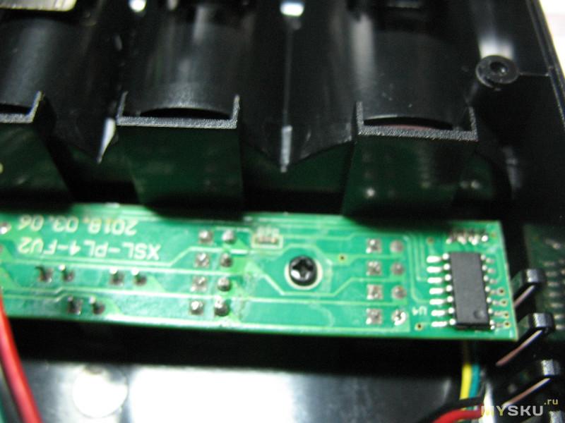 Универсальная зарядка на 4 слота со встроенным блоком питания Lii-PL4 за 12,99