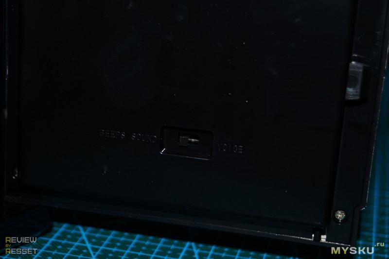 Копилка-сейф с купюроприемником и кодовым замком.