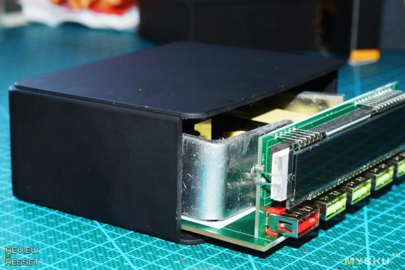 Сетевое зарядное устройство на 5 портов с QC3.0 и экраном.
