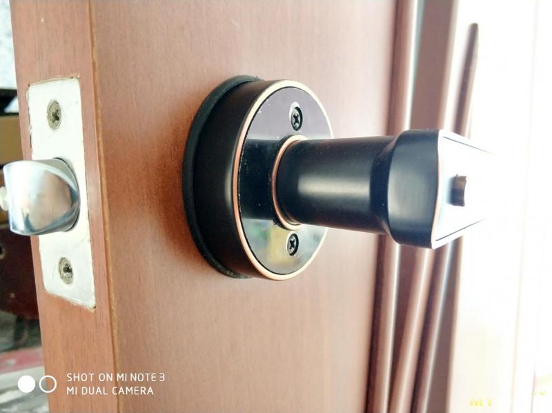 Универсальная дверная ручка с датчиком отпечатка пальца
