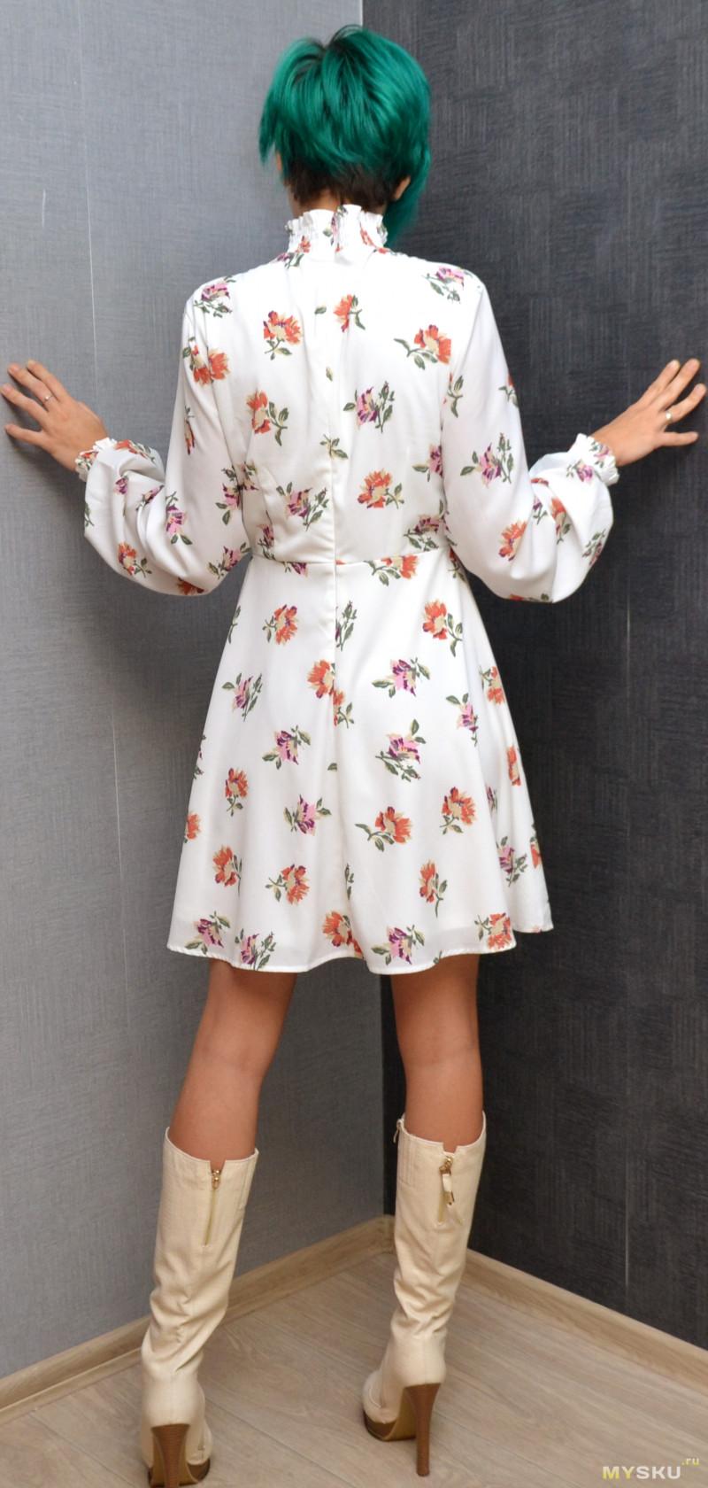 Бабушчатое цветастое платье (просто посмотреть)