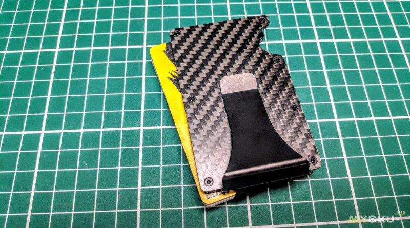 Компактный холдер для пластиковых карт с клипсой