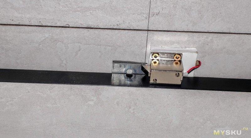 Система контроля доступа на... тумбочку. Мебельная электромеханическая защёлка.