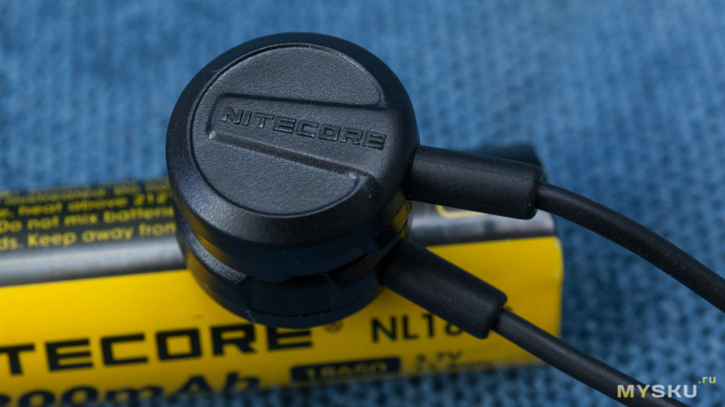 зарядка Nitecore LC10
