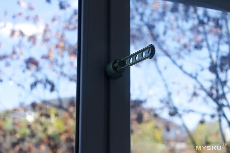 Крепление на дверь или окно для сушки белья