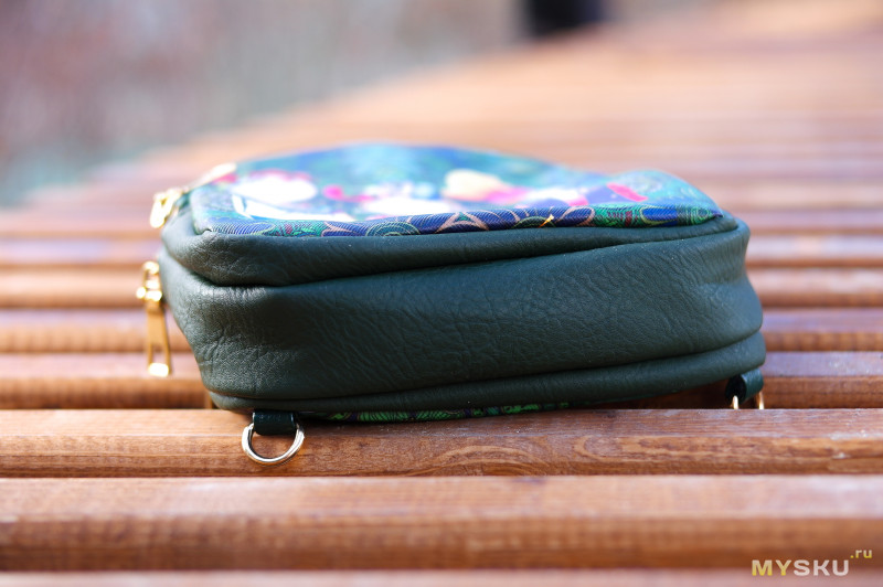 Женский рюкзачок из кожзама с интересным принтом