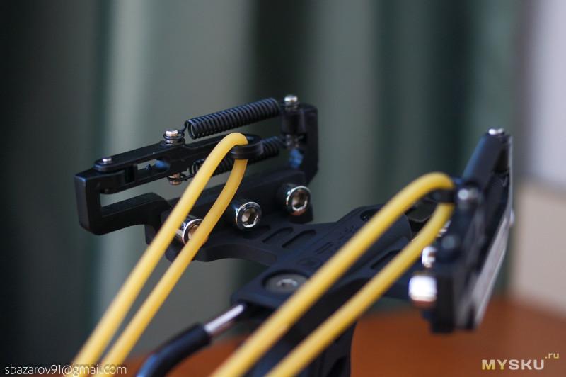 Тактическая рогатка с лазерным прицелом