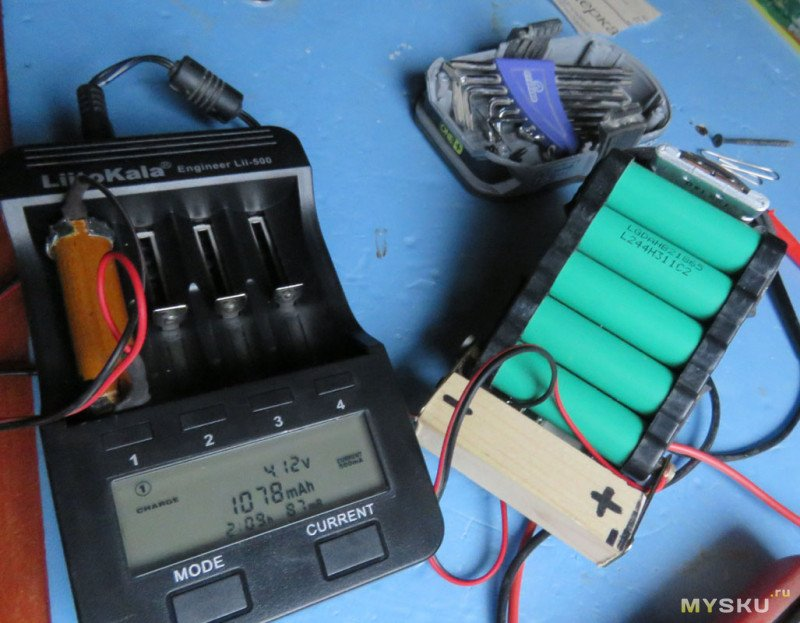 Зарядка аккумулятора от сабельной пилы от универсального зарядного устройства