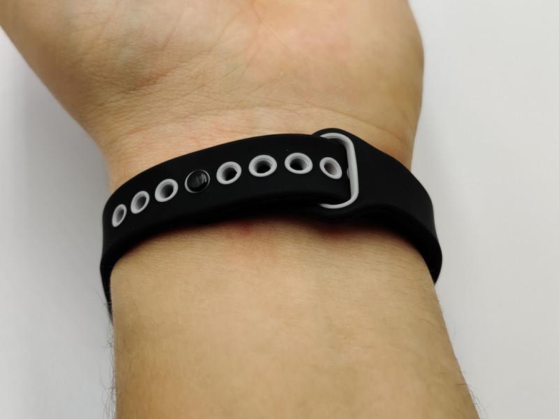 Lemfo LT04 - фитнес-браслет со встроенными наушниками