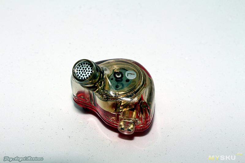 Очень оригинальные басОвые наушники Whizzer OM1