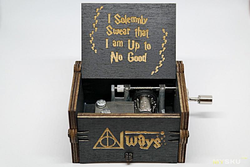 Шикарнейший подарок для ценителя серии фильмов о Гарри Поттере - музыкальная шкатулка с главной музыкальной темой фильма.