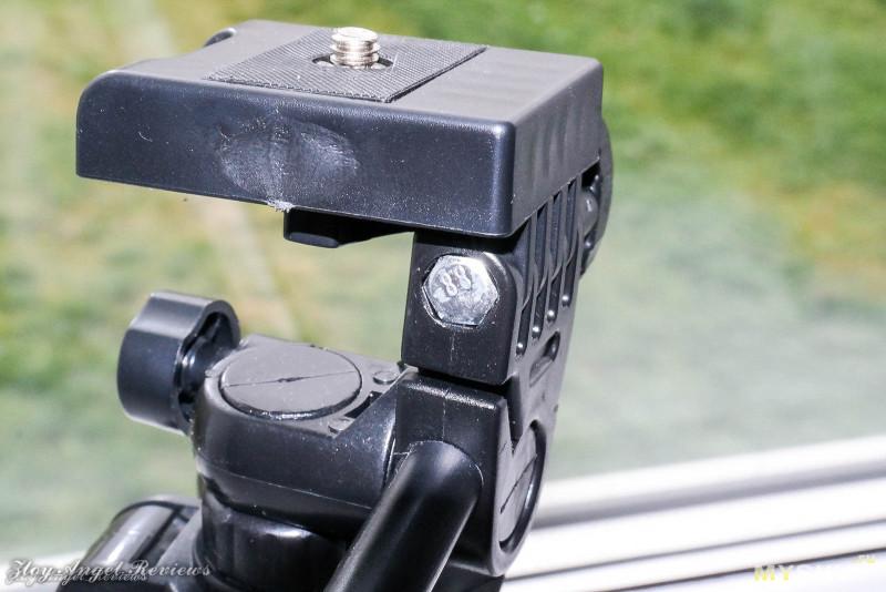Дешевый штатив-трипод для установки видеосвета.