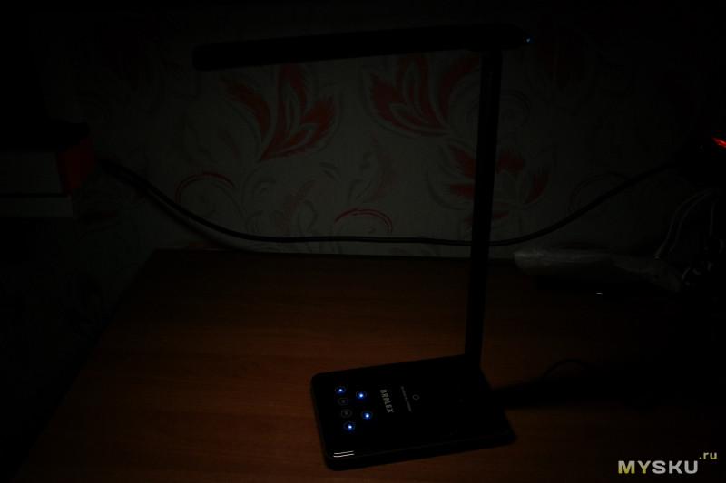 Настольная лампа с функцией беспроводной зарядки Brilex