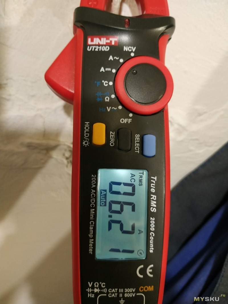 Компактные цифровые клещи переменного и постоянного тока UT210D