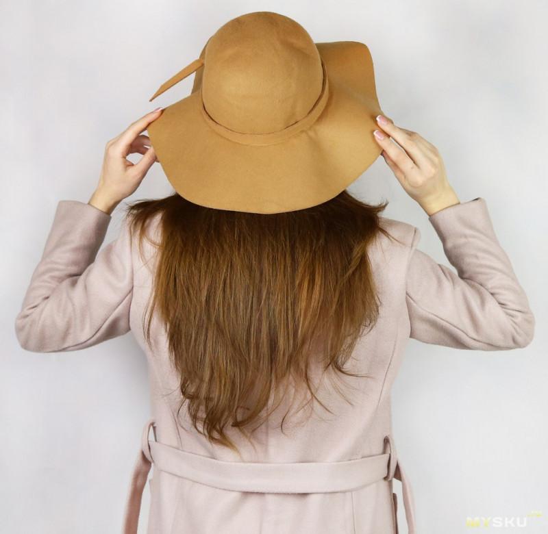 Широкополая женская шляпа