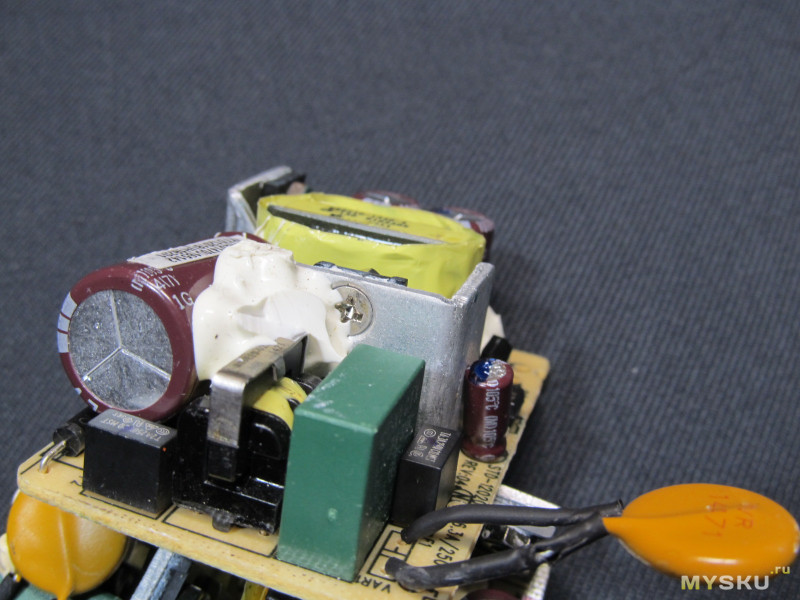 Три б/у блока питания на 12 Вольт 2 Ампера одним лотом.
