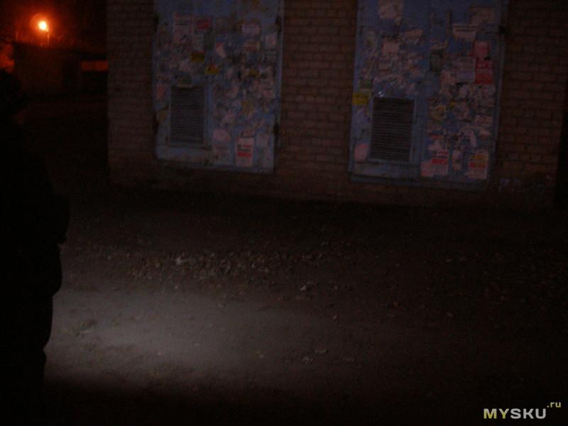 Комбинированный фонарь ближнего радиуса действия для дома, гаража, кемпинга и т.д. с СОВ матрицей, «курсовым» светом, солнечной панелью.