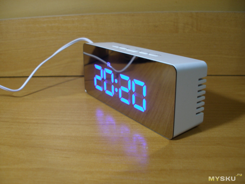 Цифровые часы TS-S69 с зеркальной лицевой панелью.