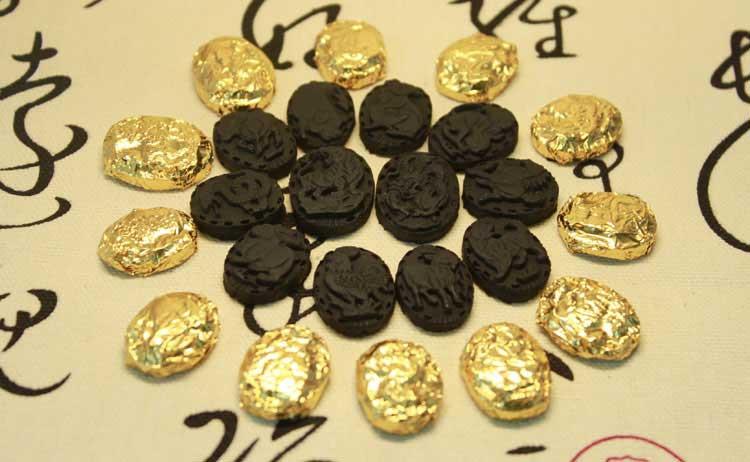 Кусочки с изображением знаков зодиака