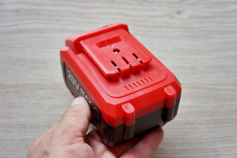 Аккумуляторный гайковерт с батареей 20В/4Ah и бесщеточным двигателем
