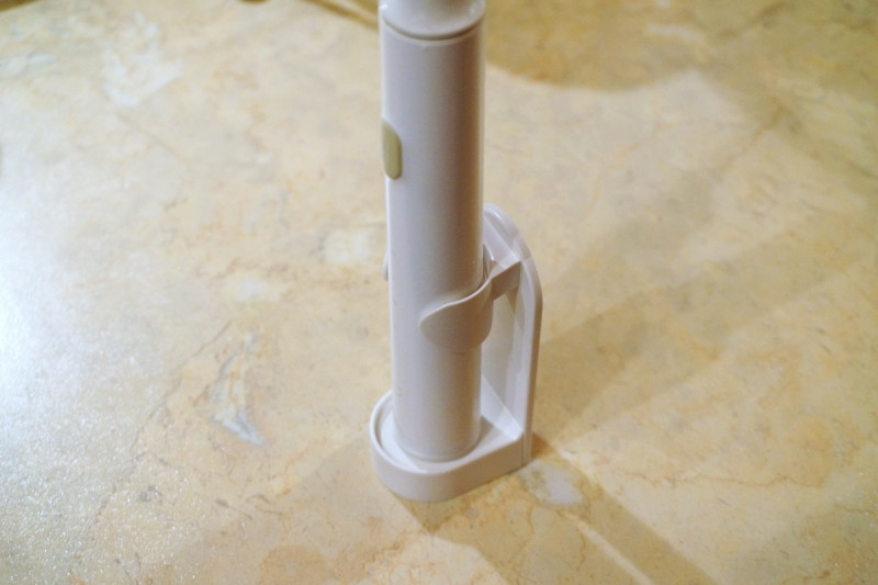 Универсальный держатель для электрических зубных щеток