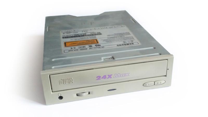 """HDD в 5.25"""" отсек корпуса, или как я боролся с шумом жесткого диска"""