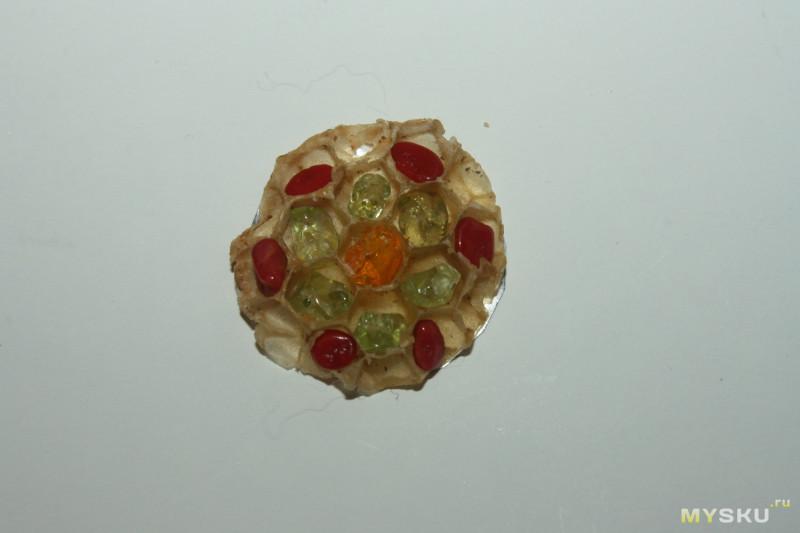 Простой резак для пенопласта и т.п. Применяем не совсем по назначению - делаем кулоны из пчелиных сот