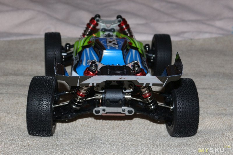 Дикая и мощная Р/У модель Wltoys 144001 масштаба 1/14. Детям не игрушка