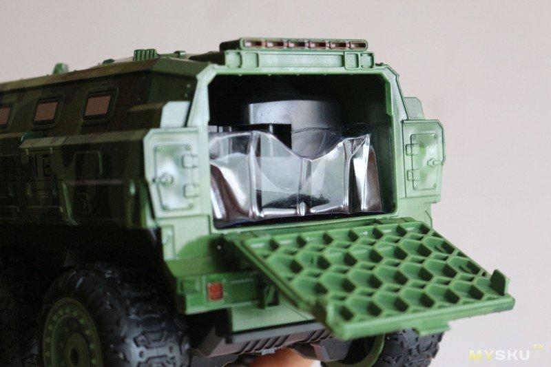 Шестиколесный, полноприводный игрушечный бронетранспортер Eachine EAT07