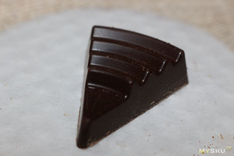 Черный тонизирующий шоколад Scho-Ka-Kola с кофе и порошком колы