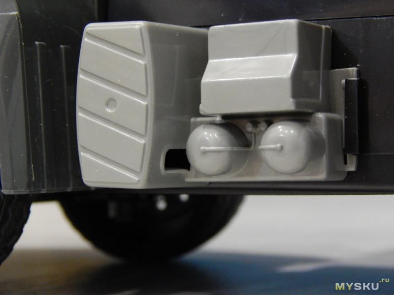 Радиоуправляемый кран Double E Mercedes-Benz Arocs 1:20