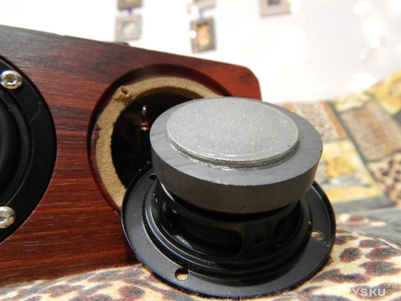 Портативная колонка в деревянном корпусе