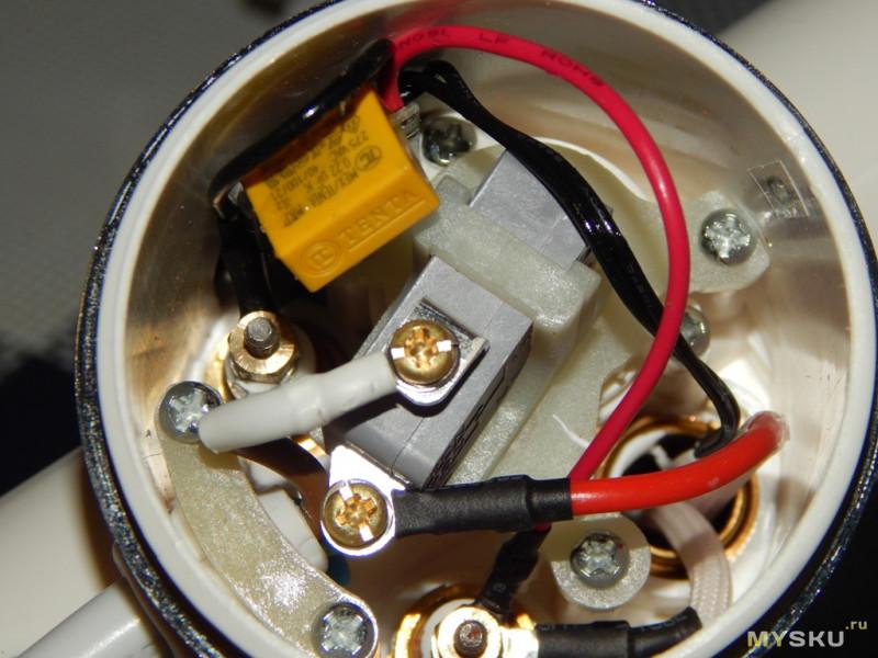 Электрический проточный водонагреватель с дисплеем
