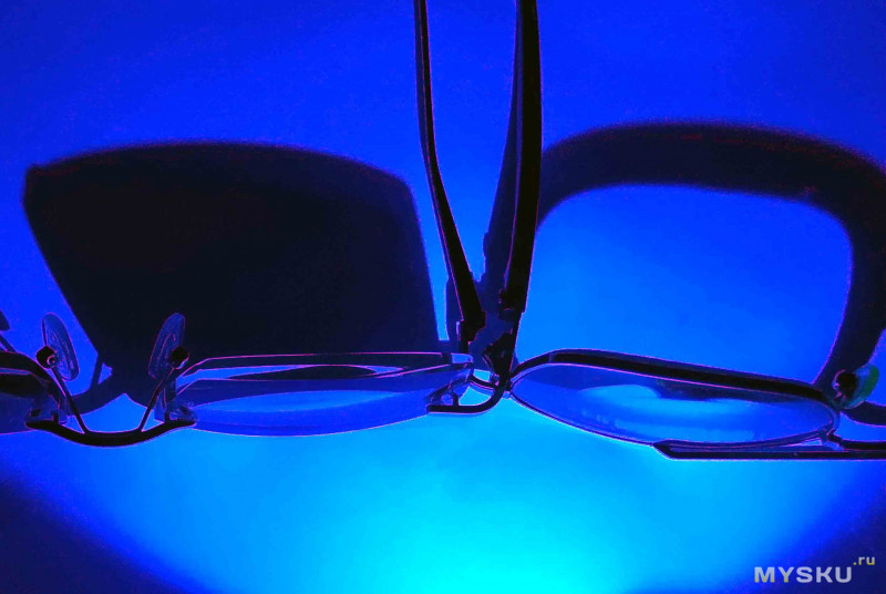 Мартышка к старости слаба глазами стала... или немного о пластиковых очках...