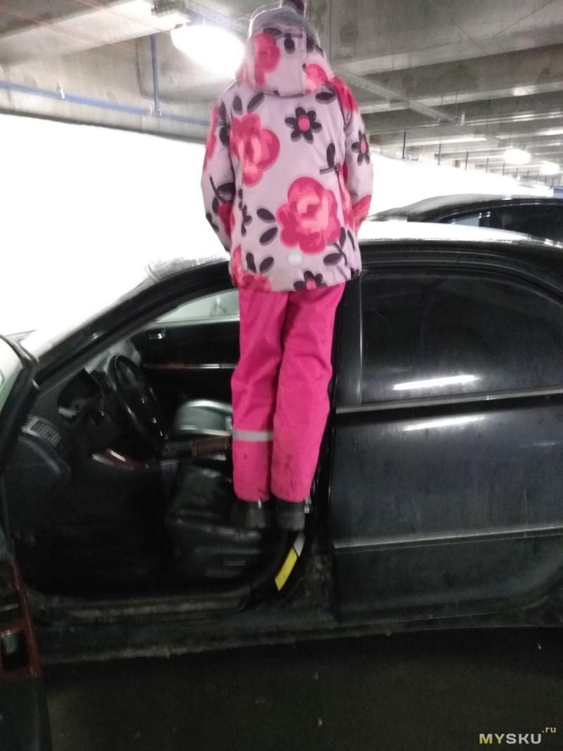 Cтупенька на дверную стойку машины